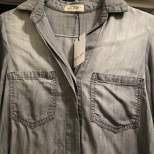 Bella Dahl grayish bout wash chambray shirt